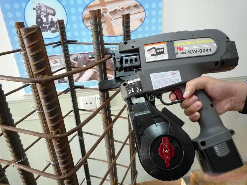 пистолет для связывания арматуры